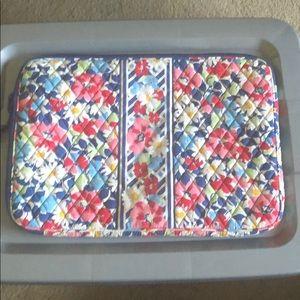 "Vera Bradley laptop cover case 17"" , great shape"